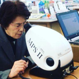 眼を守る重要な色素、ルテイン量の測定器