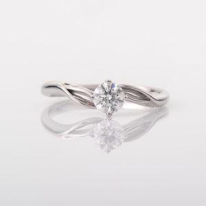 婚約指輪を渡すタイミングは?渡し方は?
