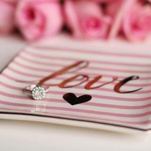 結婚指輪の準備は早めが鍵。二人が夫婦になる大切な証です。