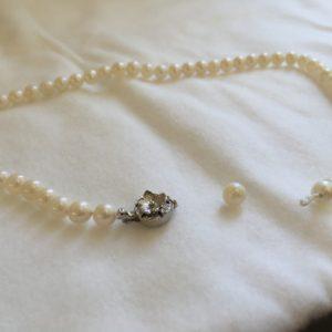 真珠のお手入れとネックレスの糸替え