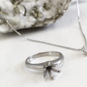 立て爪ダイヤリングを一粒石のシンプルネックレスにリフォーム